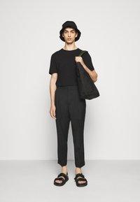 3.1 Phillip Lim - SINGLE PLEAT - Kalhoty - black - 1