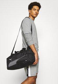 Puma - FUNDAMENTALS SPORTS BAG XS UNISEX - Treningsbag - black - 0