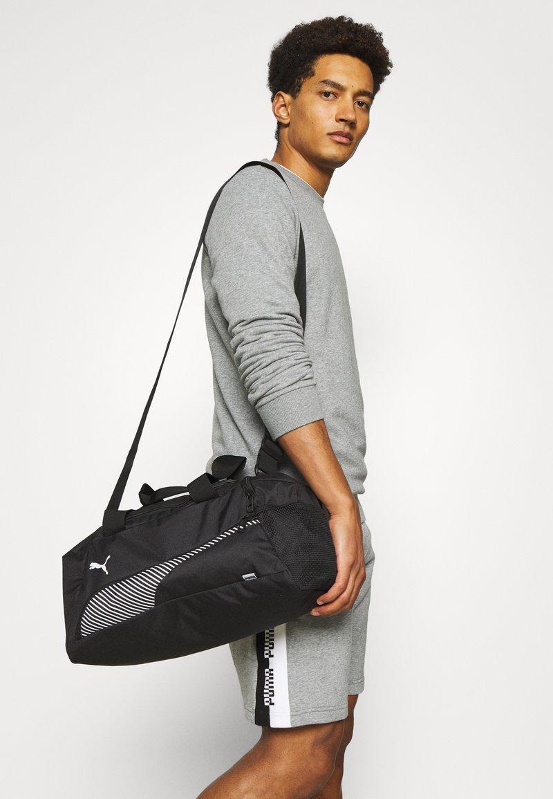 Puma - FUNDAMENTALS SPORTS BAG XS UNISEX - Treningsbag - black