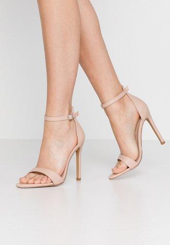 POINTED BARELY THERE  - Sandály na vysokém podpatku - nude