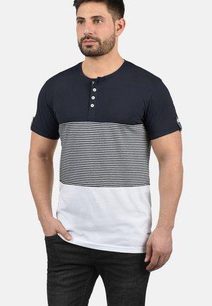 MAREK - Print T-shirt - insignia blue
