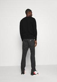 Alessandro Zavetti - GOLDEN GROWLER CREW - Sweatshirts - black - 2
