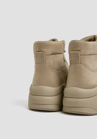 PULL&BEAR - High-top trainers - sand - 2