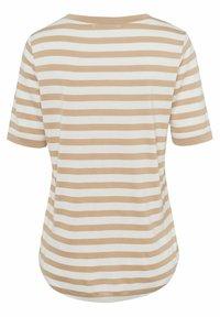 BRAX - STYLE COLETTE - Print T-shirt - sand - 6