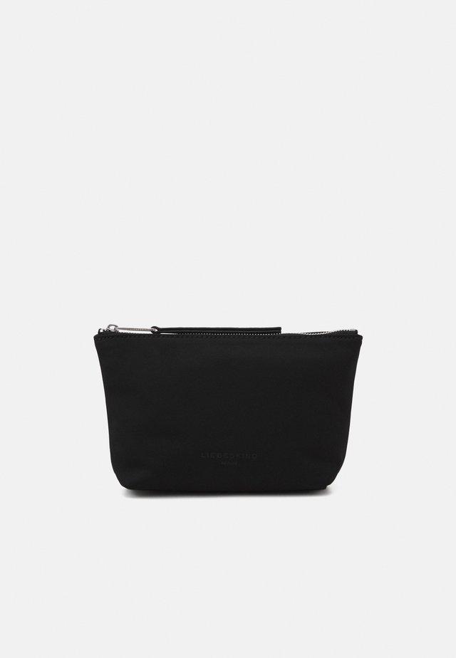 BETTY - Kosmetická taška - black