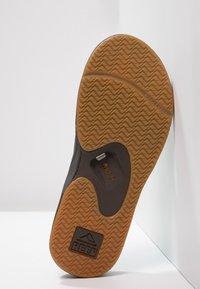 Reef - Sandály s odděleným palcem - brown - 4