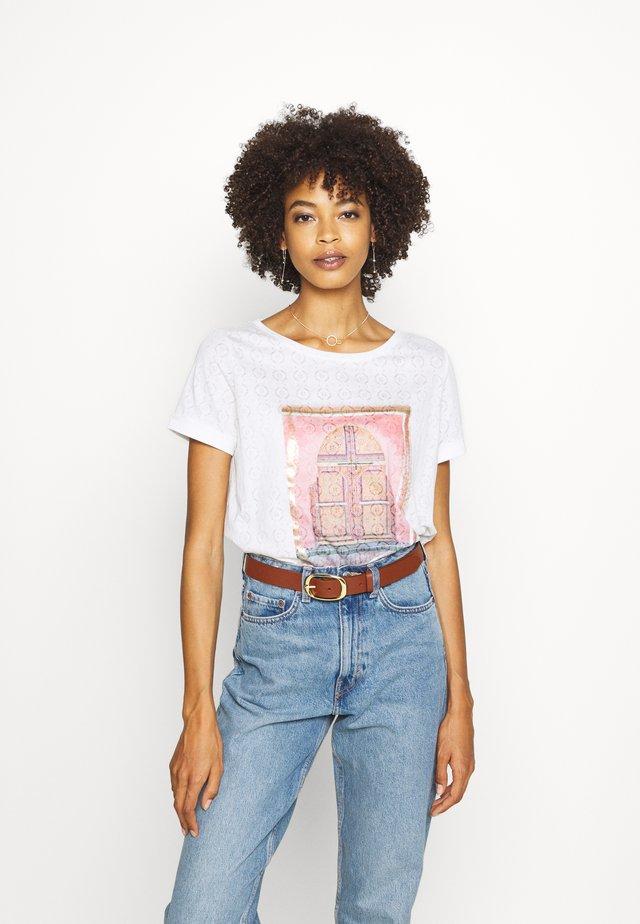KURZARM - T-shirt z nadrukiem - white