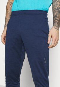 Nike Performance - PANT DRY YOGA - Pantalones deportivos - midnight navy/dark obsidian/gray - 4