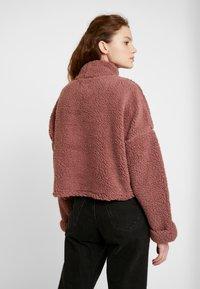 Cotton On - FUNNEL NECK TEDDY - Felpa - burlwood - 2