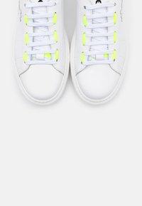 Patrizia Pepe - SCARPE SHOES - Trainers - white/yellow - 6