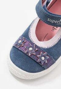 Superfit - TENSY - Baleríny s páskem - blau - 5