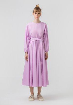 WITH BELT - Korte jurk - lilac