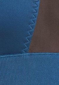Puma - EXHALE STUDIO BRA - Sujetadores deportivos con sujeción ligera - ensign blue - 5