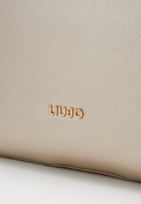 LIU JO - BRIEFCASE - Borsa a mano - light gold - 5