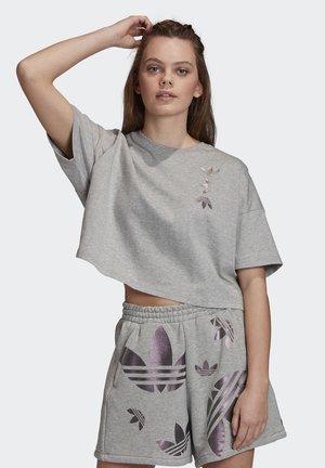 LARGE LOGO T-SHIRT - Printtipaita - grey