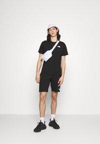 The North Face - DISTORTED LOGO - T-shirt med print - black/peak purple - 1