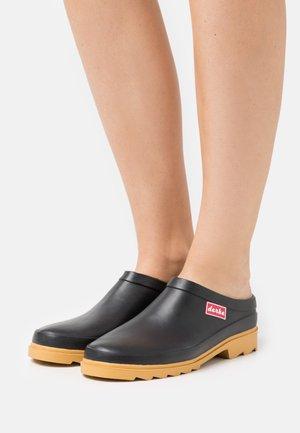 SLURENBOTTEN - Pantofle - schwarz
