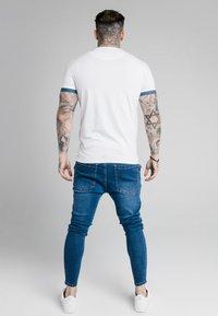 SIKSILK - FADE PRESTIGE GYM TEE - Print T-shirt - white/pacific - 2