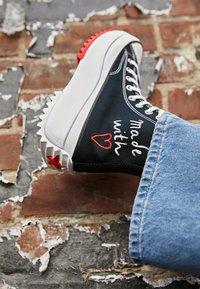 Converse - RUN STAR HIKE - High-top trainers - black/white/university red - 2