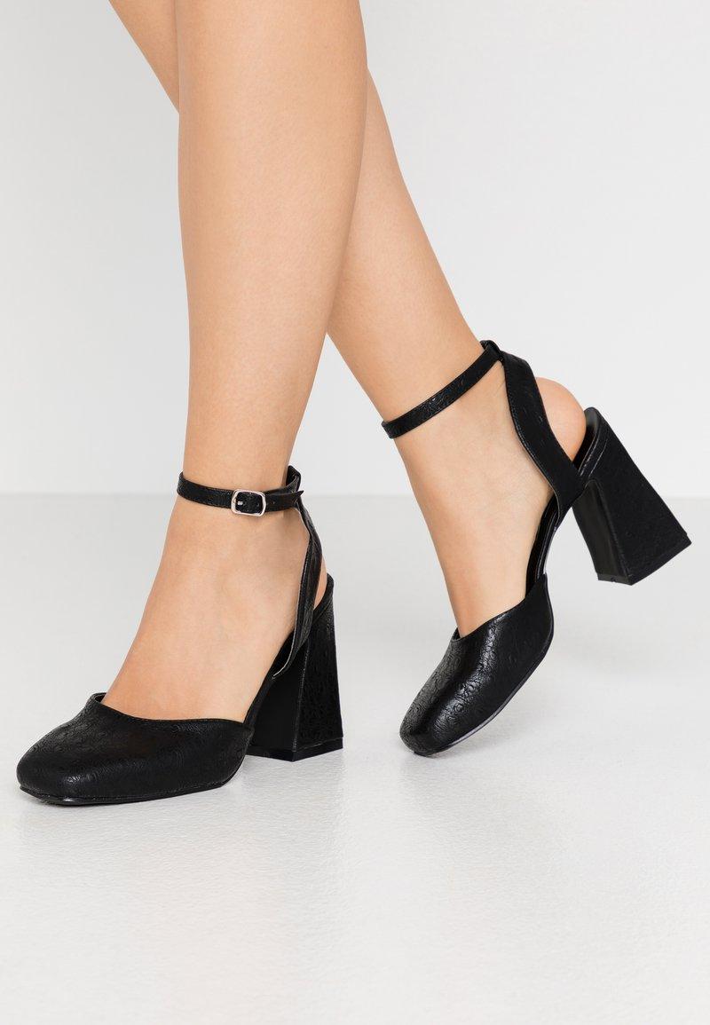 Lost Ink Wide Fit - SQUARE TOE STRAP SHOE - Zapatos altos - black
