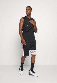 Jordan - AIR SHORT - Sportovní kraťasy - black/white/infrared - 1