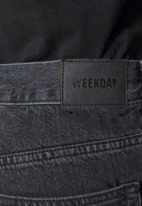 Weekday - GALAXY TROUSERS - Jeans baggy - washed black - 4
