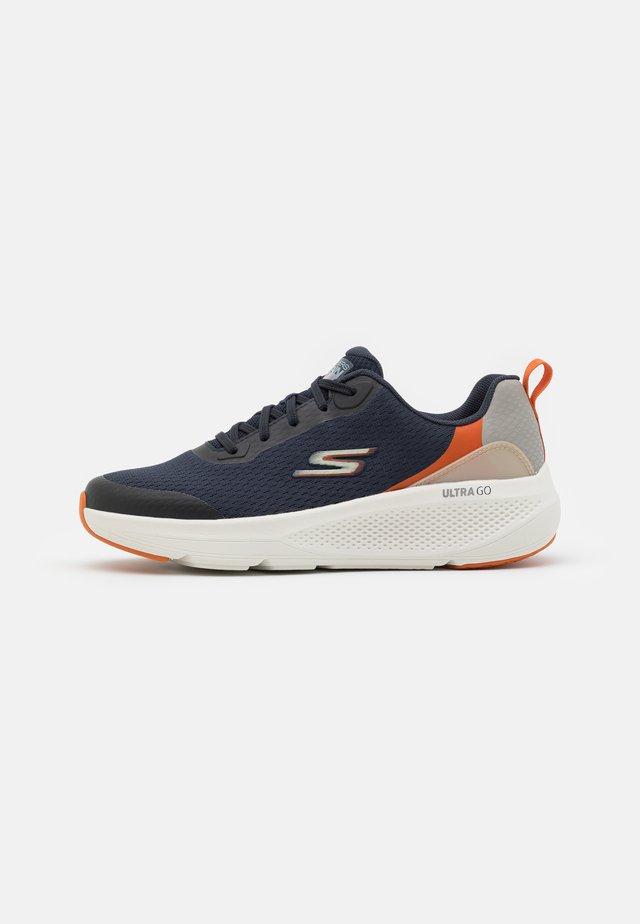 GO RUN ELEVATE - Neutral running shoes - navy/orange