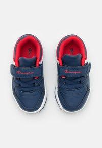 Champion - LOW CUT SHOE REBOUND UNISEX - Basketball shoes - navy - 3
