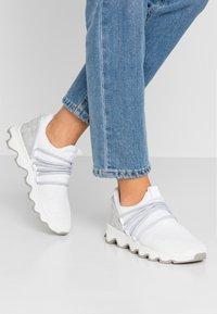 Sorel - KINETIC LACE - Sneakersy niskie - white - 0