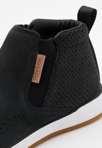 Reebok - EVER ROAD SLIP MID TOP - Løbesko walking - black/white - 5