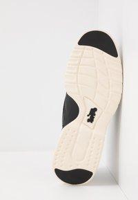 Coach - SCOTCH GRAIN HYBRID DERBY - Sneaker low - black - 4