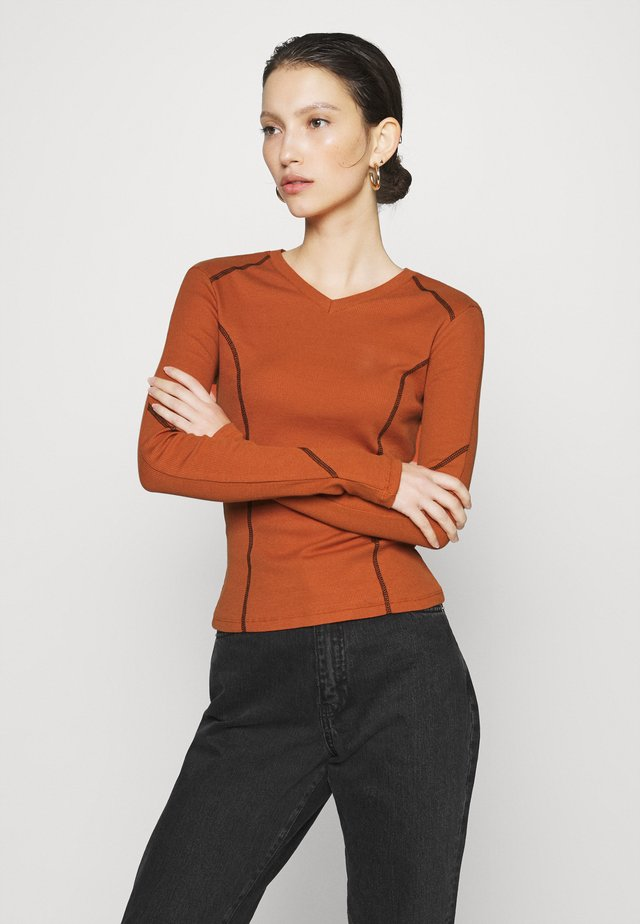 CONTRAST SEAM - T-shirt à manches longues - terracotta