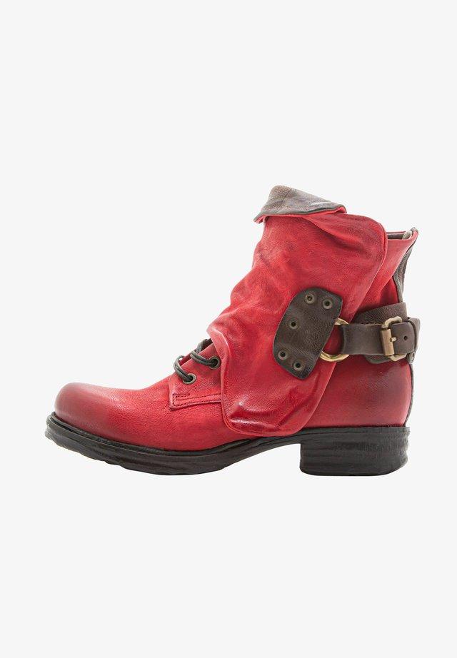 Cowboy/biker ankle boot - blood+choco