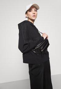 adidas Originals - BOXY HOODIE - Sweatshirts - black - 3
