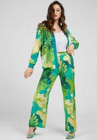 Guess - ALLOVER - Summer jacket - vert multi - 1