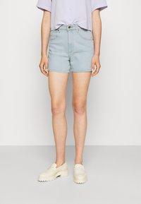 Wrangler - MOM - Denim shorts - cloud nine - 0