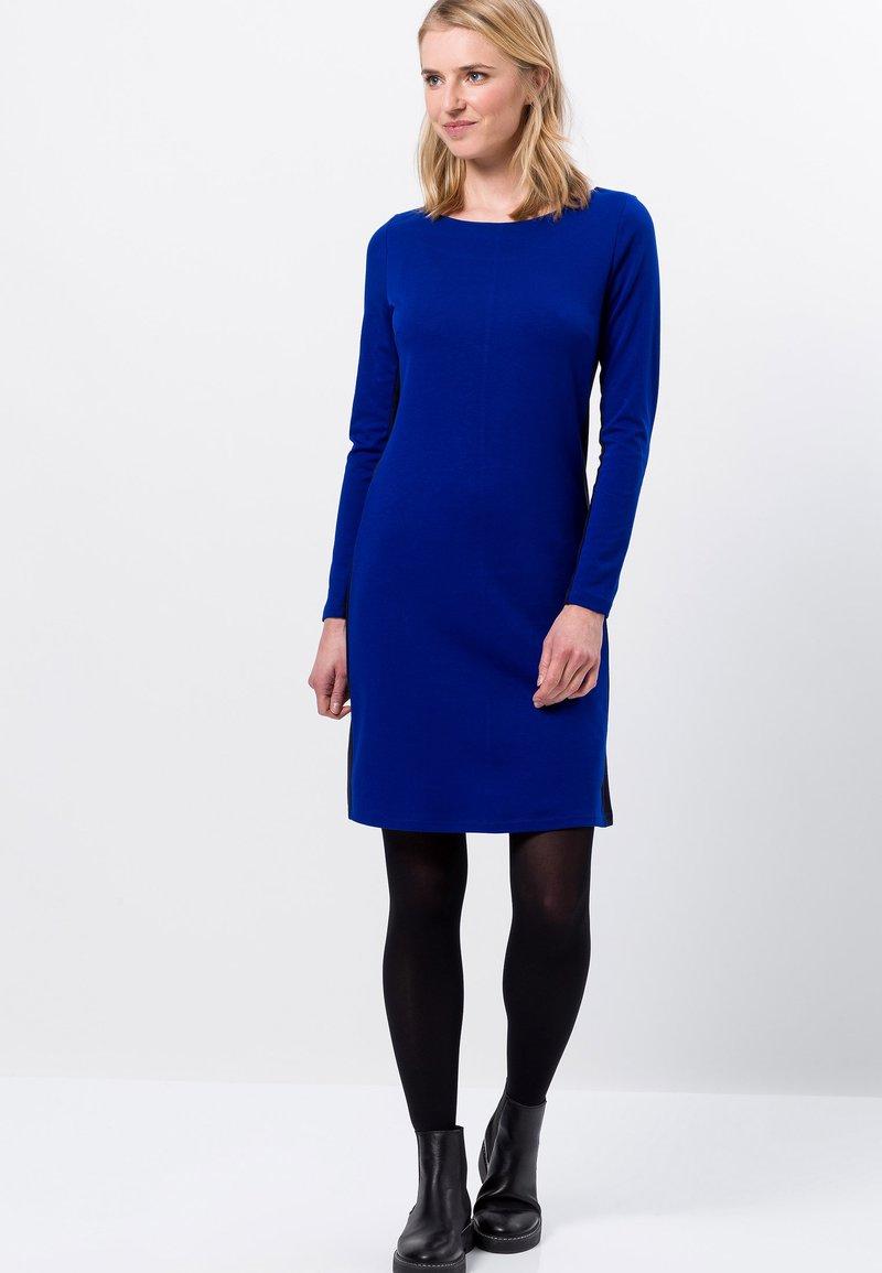 mit streifen - strickkleid - true blue