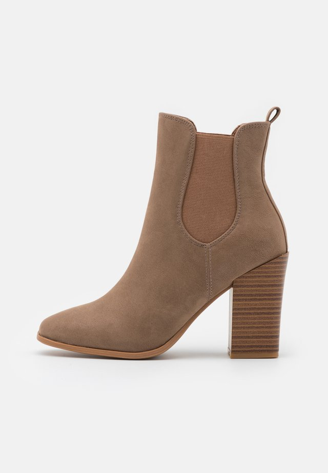 CHELSEAA - Bottines à talons hauts - light brown