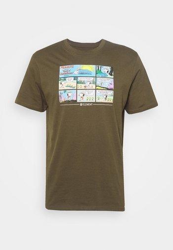 PEANUTS CAMPER - Print T-shirt - army