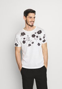 Jack & Jones PREMIUM - TIME TEE CREW NECK - T-shirt med print - blanc de blanc - 0