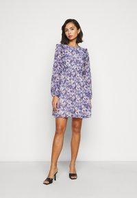 Vero Moda Petite - VMVIOLA SHORT DRESS - Kjole - birch/viola - 0