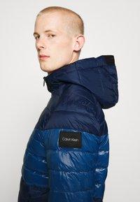 Calvin Klein - HOODED JACKET - Light jacket - blue - 4