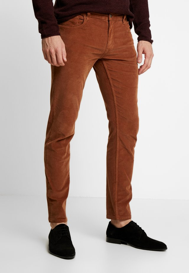 SKINNY - Trousers - tan