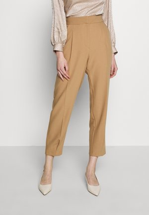 PLEATED CUFF TROUSER - Bukse - camel