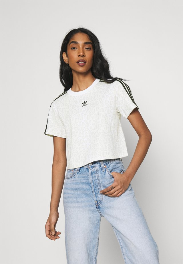 LEOPARD CROPPED TEE - Print T-shirt - multco/white/talc