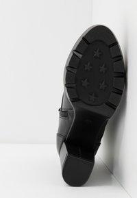 Bullboxer - Kotníková obuv na vysokém podpatku - black - 6