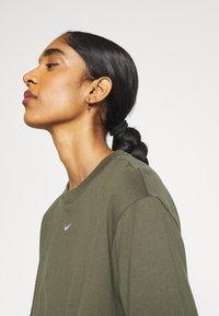 Nike Sportswear - T-shirt basique - cargo khaki/white - 3