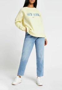 River Island Petite - NEW YORK - Sweatshirt - yellow - 0