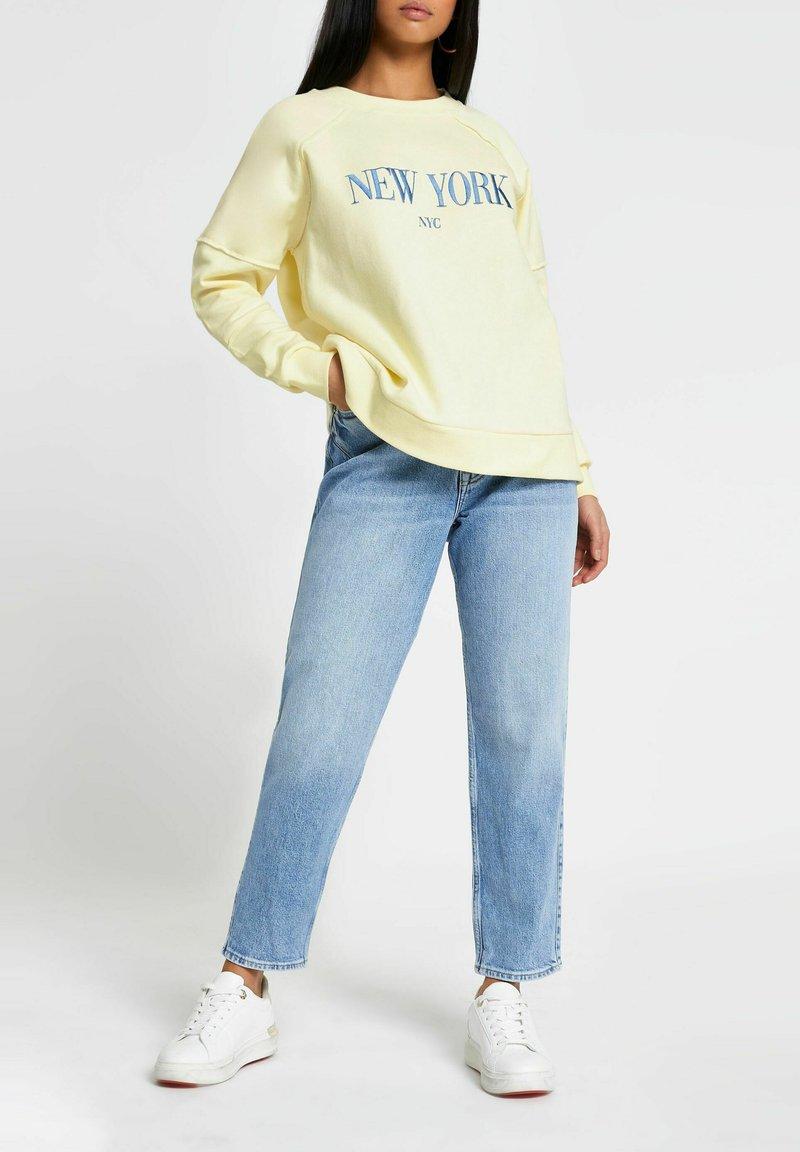 River Island Petite - NEW YORK - Sweatshirt - yellow