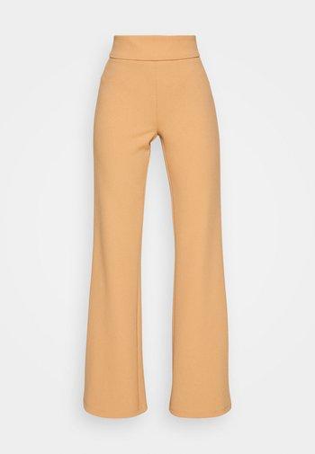 YASVICTORIA PANT - Pantalon classique - sandstorm